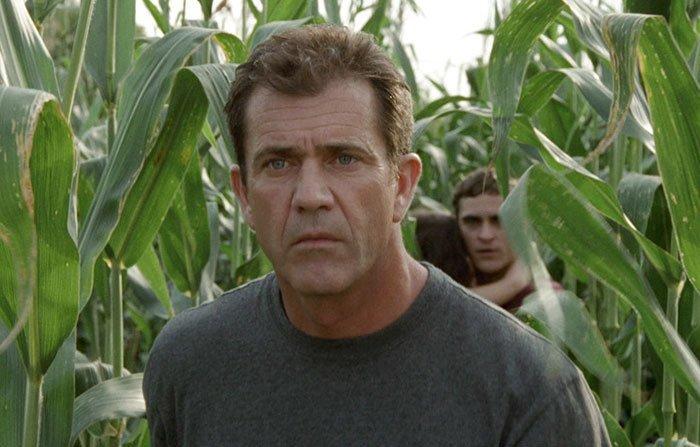 """19. """"Знаки"""" (2002) дыра, известные фильмы, интересно, кино, недочеты, познавательно, про кино, сюжет"""