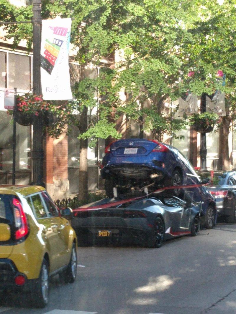 Мы, конечно, знаем, что в больших городах проблемы с парковкой, но чтобы настолько… автомобили, прикол, фейлы, юмор
