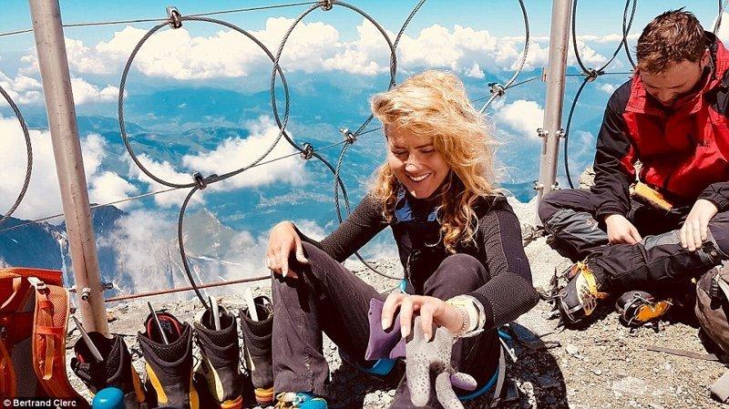 Туристка с трудом забралась на Монблан и наткнулась там на выпивающих россиян альпинизм, стереотипы о России, туризм