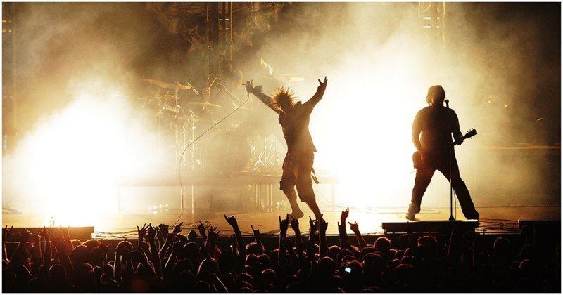 Голограмма Горшка на концерте группы «Король и Шут» Михаил Горшенев, видео, голограмма, горшок, знаменитости, король и шут, музыка