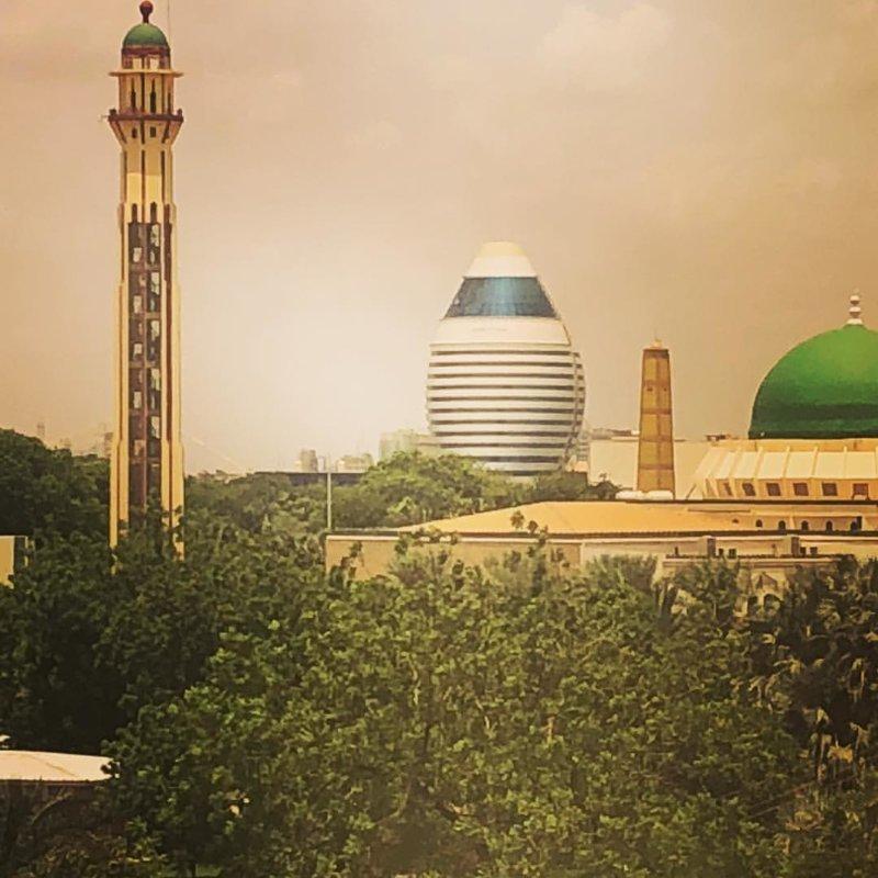 А это фотография гостиницы, деньги на строительство которой дал Муаммар Каддафи агломерация, африка, северная африка, столица Судана, столицы мира, судан, хартум