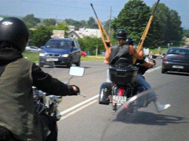 Кажется, их вообще ничего не останавливает байкеры, байки, мотофишки, мотоцикл, мотоциклы, на дороге, прикол, юмор