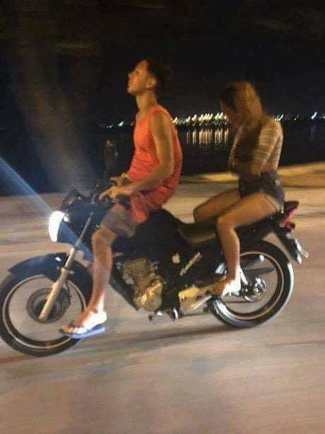 Всегда понятно, когда девушка злится на своего парня байкеры, байки, мотофишки, мотоцикл, мотоциклы, на дороге, прикол, юмор