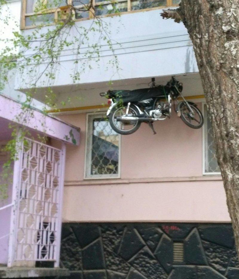 Как? Как они паркуется? байкеры, байки, мотофишки, мотоцикл, мотоциклы, на дороге, прикол, юмор