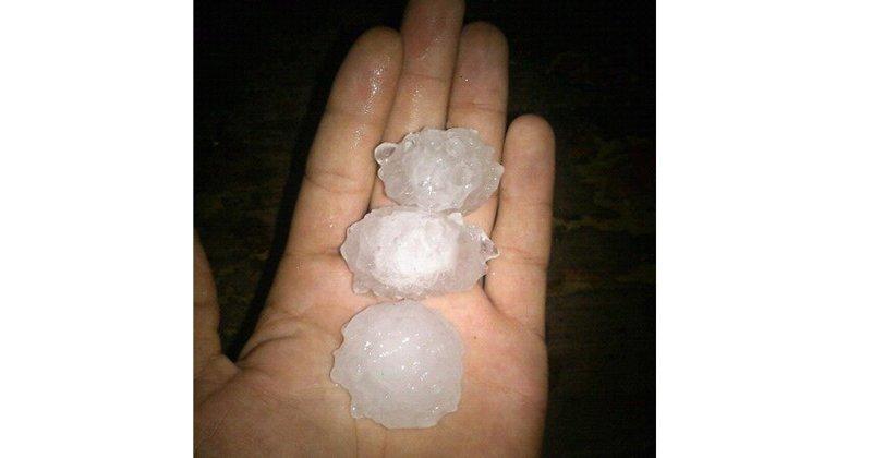Град в Башкирии ломал яблони и повредил машины ynews, Башкирия, град, непогода, новости, штормовое предупреждение