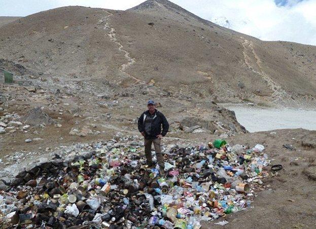 Эти шокирующие кадры показывают, что даже Эверест испытывает проблемы с отходами в мире, горы, мусор, отходы, природа, эверест