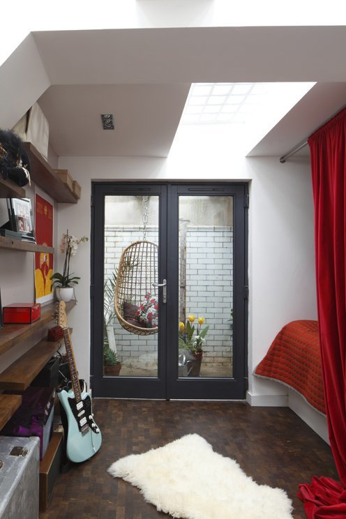Женщина купила старый общественный туалет и превратила его в квартиру своей мечты в мире, дом, люди, переделка, ремонт, своими руками, туалет