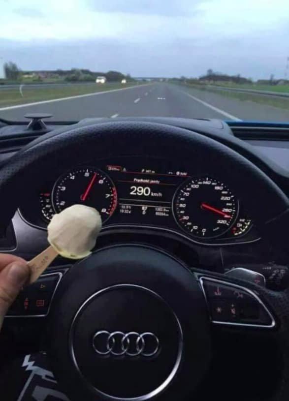 По автомагистрали Германии можно ехать 300 км/ч и кушать мороженое. Попробуй так на наших дорогах! в мире, германия, идеально, люди, немцы, порядок