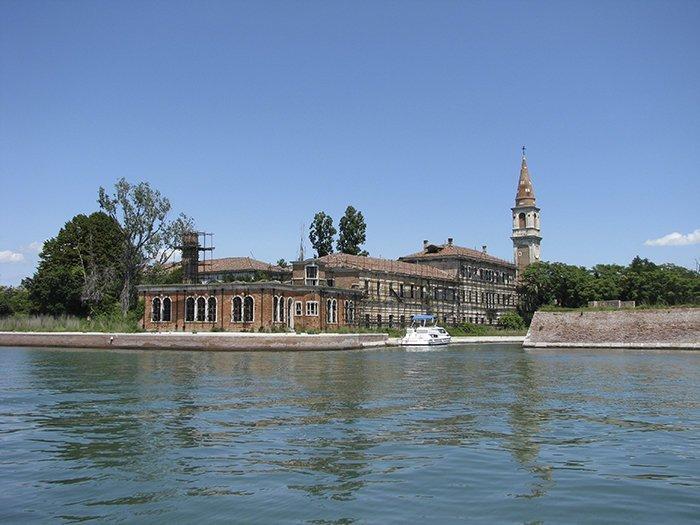 Остров Повелья, Италия  запрет, место, мир, посещение, путешествия, тайна, фото