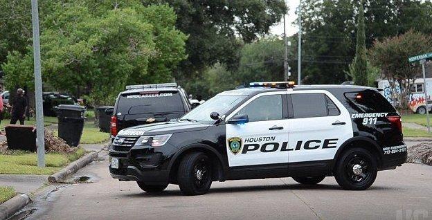 Оказалось, на прошлой неделе мужчину уже арестовывали за бег в обнаженном виде  Хьюстон, бабушка, выстрел, дом, истории, маньяк, онанист, сша