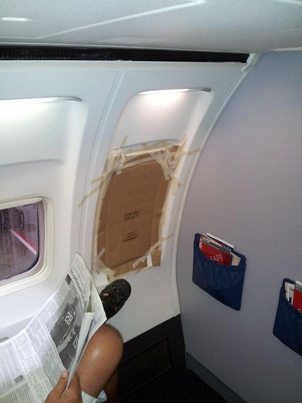 13. Увидеть такое в самолете, когда ты в нем уже летишь, совсем не хочется. вода, временное, креатив, машина, народные умельцы, ремонт