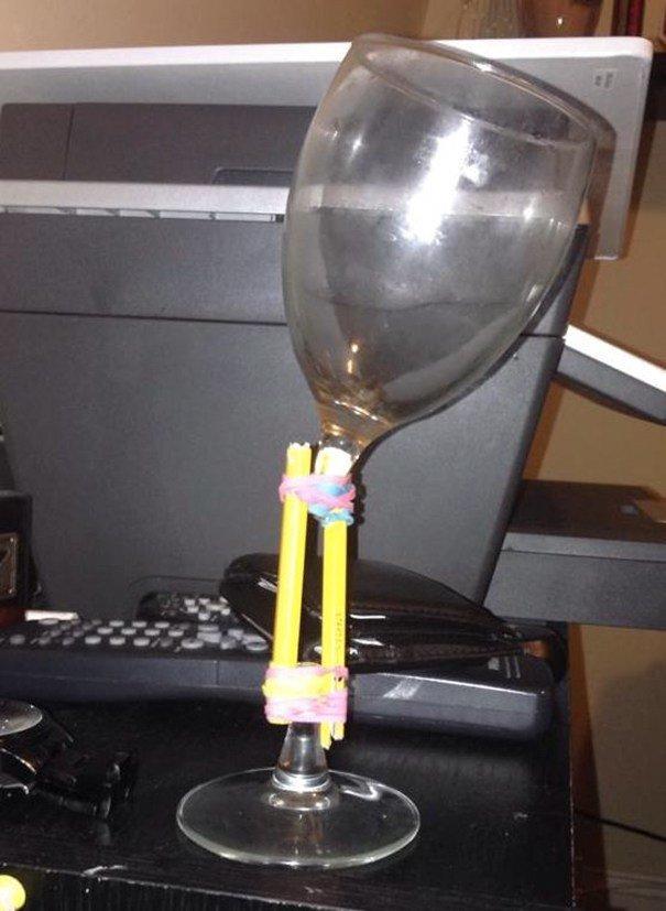 14. Когда бокал для вина единственный в доме. вода, временное, креатив, машина, народные умельцы, ремонт