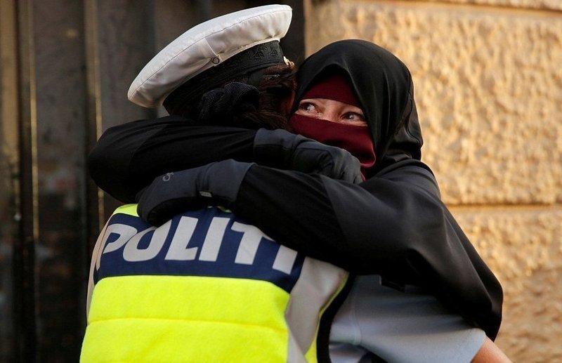 Датские модели вышли на подиум в хиджабах в поддержку мусульманок ynews, дания, запрет на паранджу, мода, модели в хиджабах, мусульмане, новости, протесты