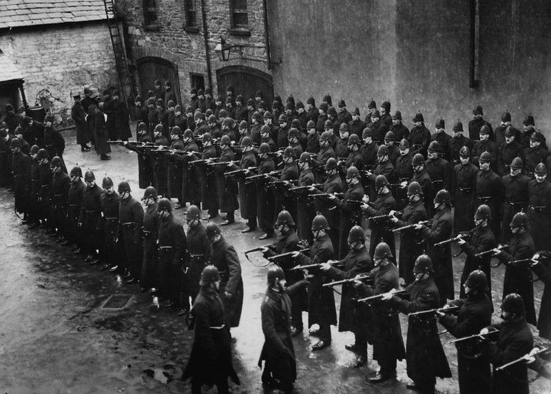 Члены Королевской ирландской службы констеблей перед выборами в Дерри-сити. Ирландия, 1 февраля 1913 года военное, жандармы, исторические фото, милиция, полиция, факты