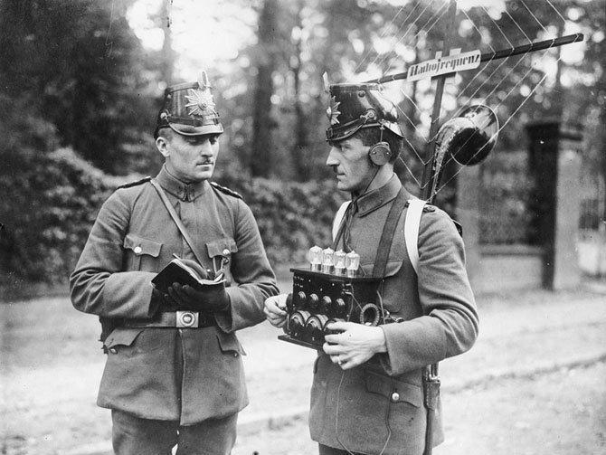 Немецкие полицейские используют радиотехнику. 1925 год. военное, жандармы, исторические фото, милиция, полиция, факты