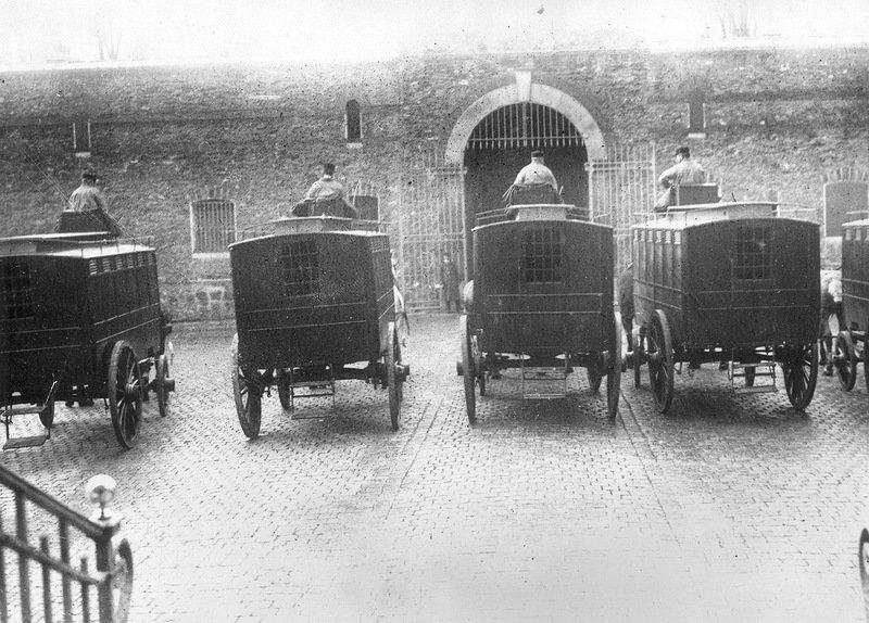 Полицейский транспорт во Франции. 1895 год. военное, жандармы, исторические фото, милиция, полиция, факты