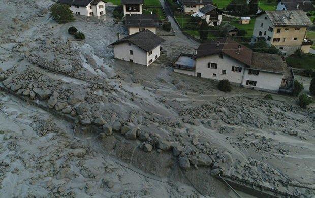 Эпичное видео: в Швейцарии селевой поток накрыл город в мире, видео, поток, природа, селевой оползень, швейцария