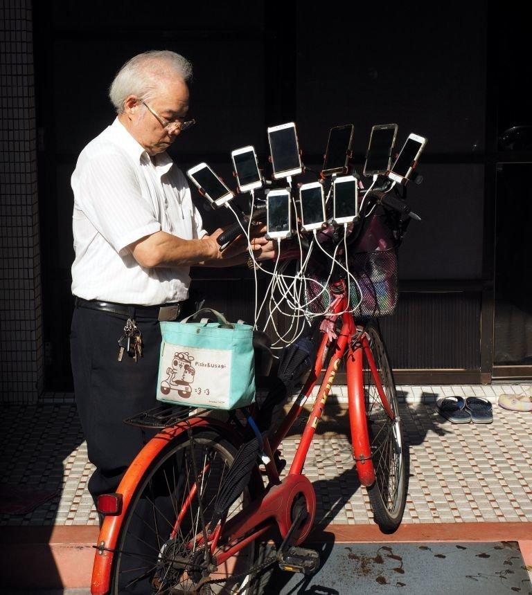 """Пожилой мужчина уже стал местной знаменитостью, ему дали прозвище """"Дядя Покемон"""" Pokemon GO, Тайвань, игра, игромир, мужчина, пенсионер, покемон"""