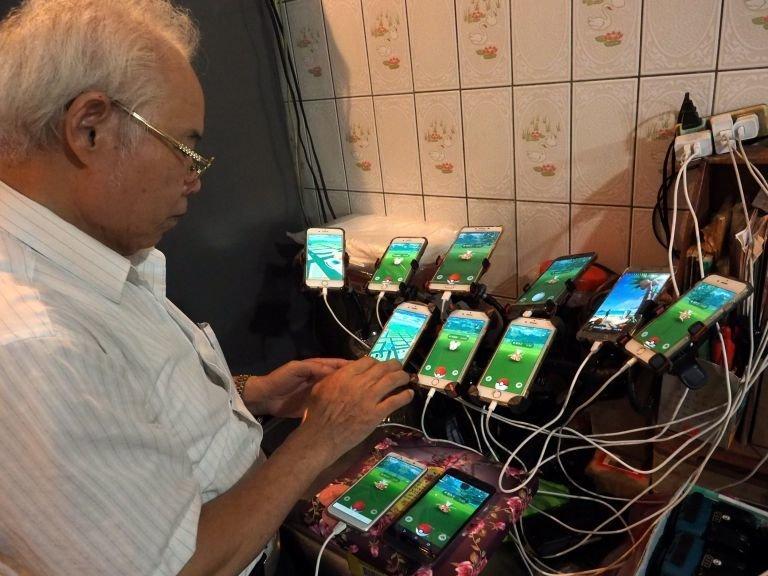 Чэнь планирует в скором времени установить еще 4 смартфона Pokemon GO, Тайвань, игра, игромир, мужчина, пенсионер, покемон