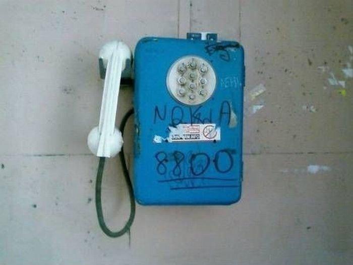 6. Помнит еще народ те времена, когда телефон невозможно было разбить. И ностальгирует, как может. Народная смекалка, Это Россия детка, надписи, объявление, смех, умельцы