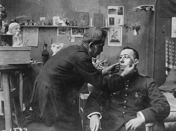 В 1932 году за свою благотворительную деятельность Анна Лэдд была награждена Орденом Почетного легиона Франции история, маска, маска для лица, первая мировая война, протез, ранения, скульптор, травмы