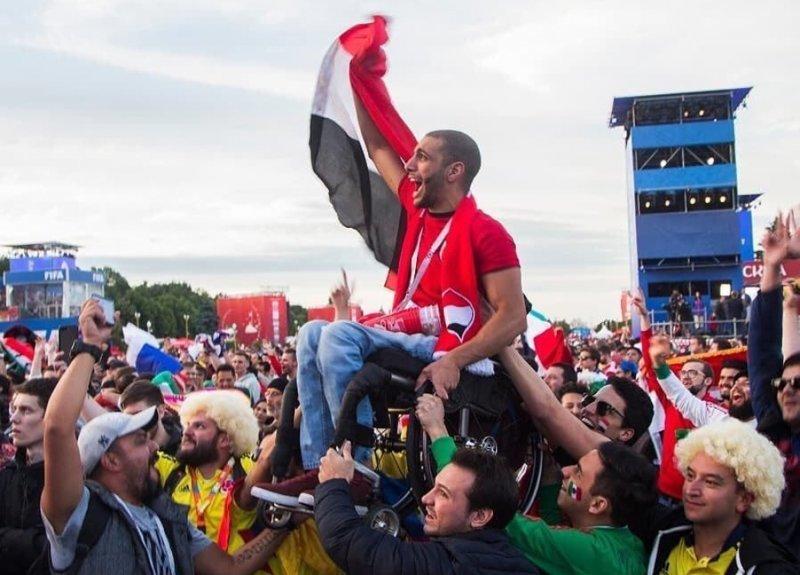 14. Мексиканские и колумбийские фанаты помогли болельщику из Египта  увидеть игру своей сборной Любовь, жизнь, позитив, самопожертвование, фото, человечность