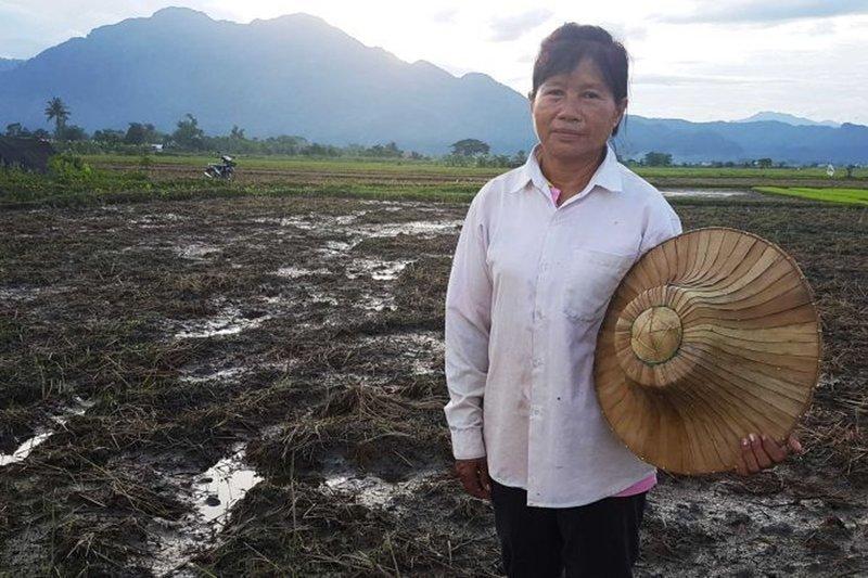 10. Во время спасательной операции рисовое поле этой женщины было полностью уничтожено. Ноона сказала: «Дети важнее риса. Рис можно вырастить заново, адетей— нет» Любовь, жизнь, позитив, самопожертвование, фото, человечность