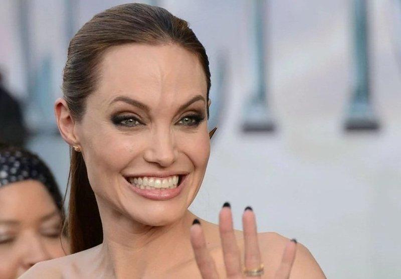 Анджелина Джоли угодила в психушку после очередного нервного срыва ynews, Брэд Питт и Анджелина Джоли, анорексия, знаменитости, нервный срыв, развод