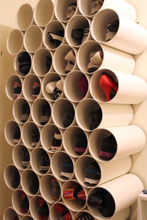 4. Из пластиковых труб легко сделать собственную гардеробную для обуви  маленькая квартира, обувь, способы хранения, фото, хранение, шкаф