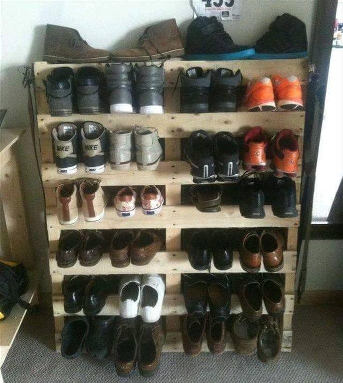 3. Крутую полку для обуви можно смастерить из доступных материалов  маленькая квартира, обувь, способы хранения, фото, хранение, шкаф