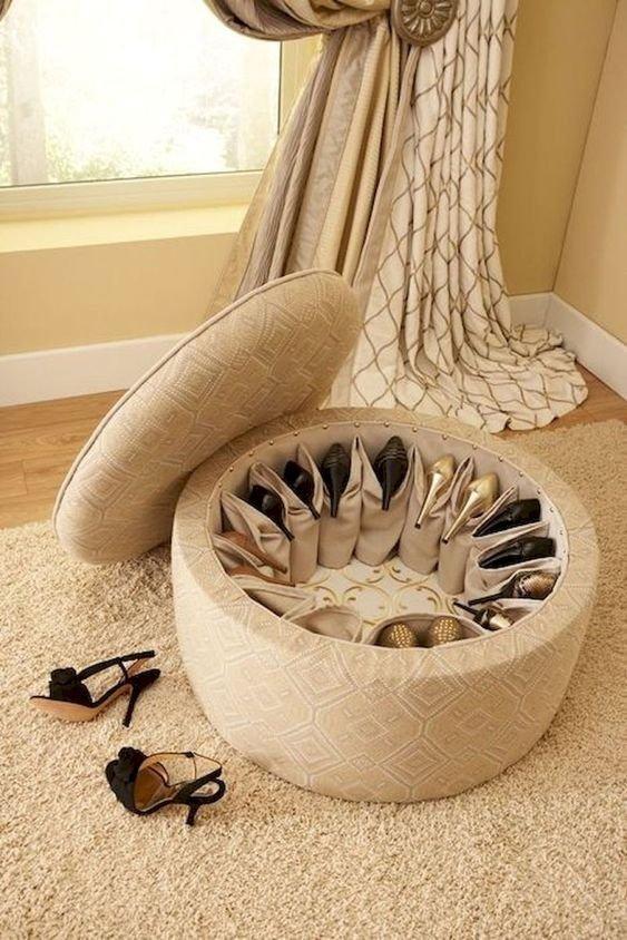 8. Устроить комод для обуви можно хоть в диване, хоть в пуфе  маленькая квартира, обувь, способы хранения, фото, хранение, шкаф