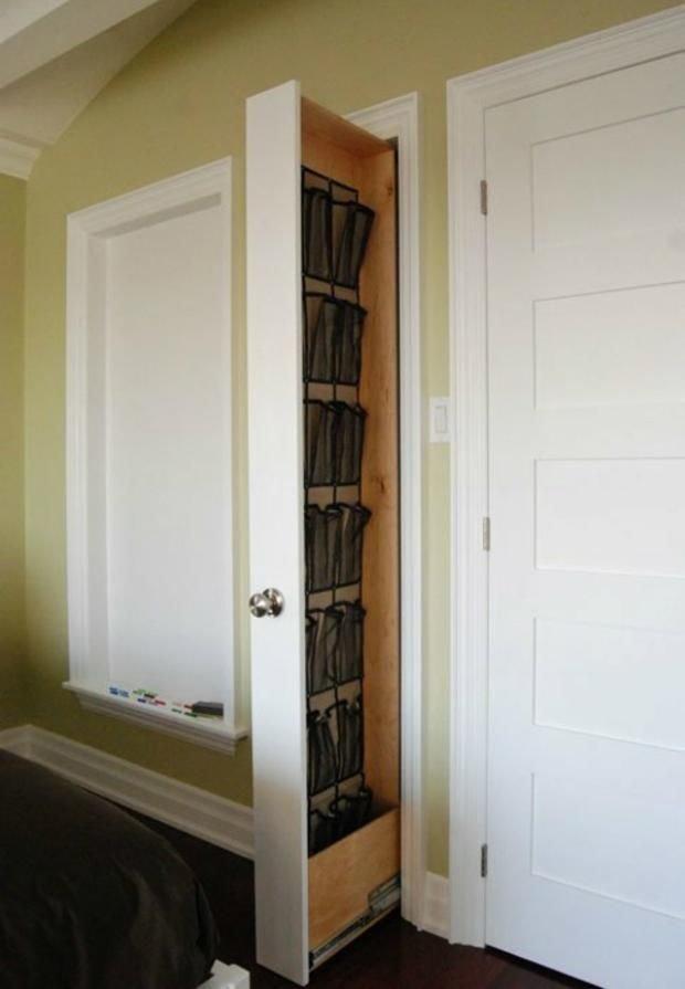 13. Еще можно использовать потайную дверь или обычную маленькая квартира, обувь, способы хранения, фото, хранение, шкаф