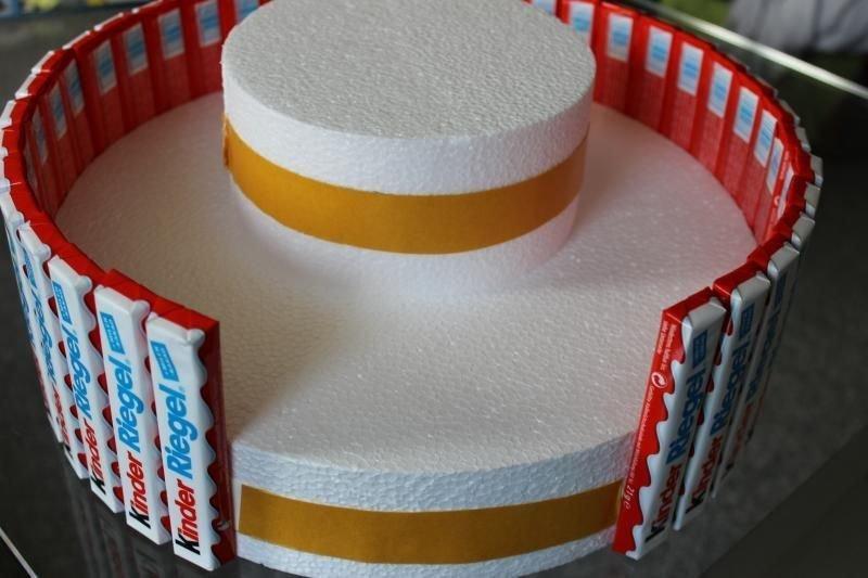 8. Варианты для основания тортов могут быть разными: из старых коробок, втулок, пенопласта вкусно, десерты, идеи, интересно, красиво, полезные идеи, торты, фото