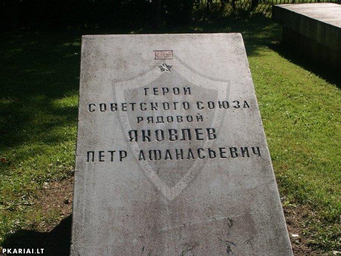 https://cdn.fishki.net/upload/post/2018/08/21/2682286/ykovlev-p-a.jpg