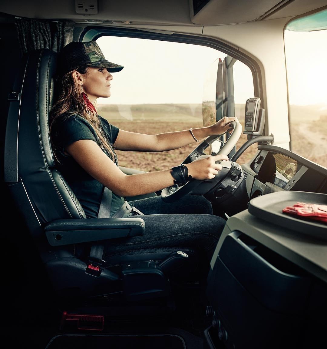 Картинки девушки водителя