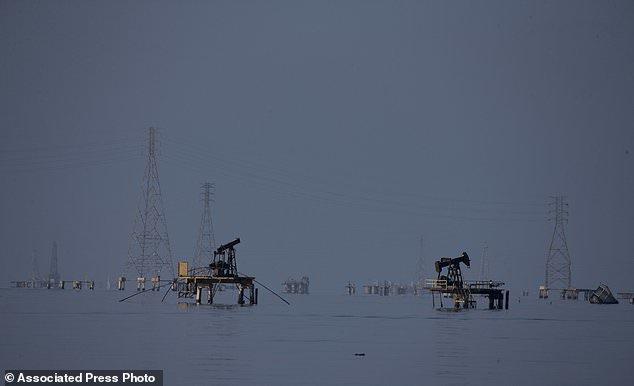 Заброшенные нефтяные платформы ynews, венесуэла, кризис, рецессия, тухлятина, экономика дефолт, экономический кризис, южная америка