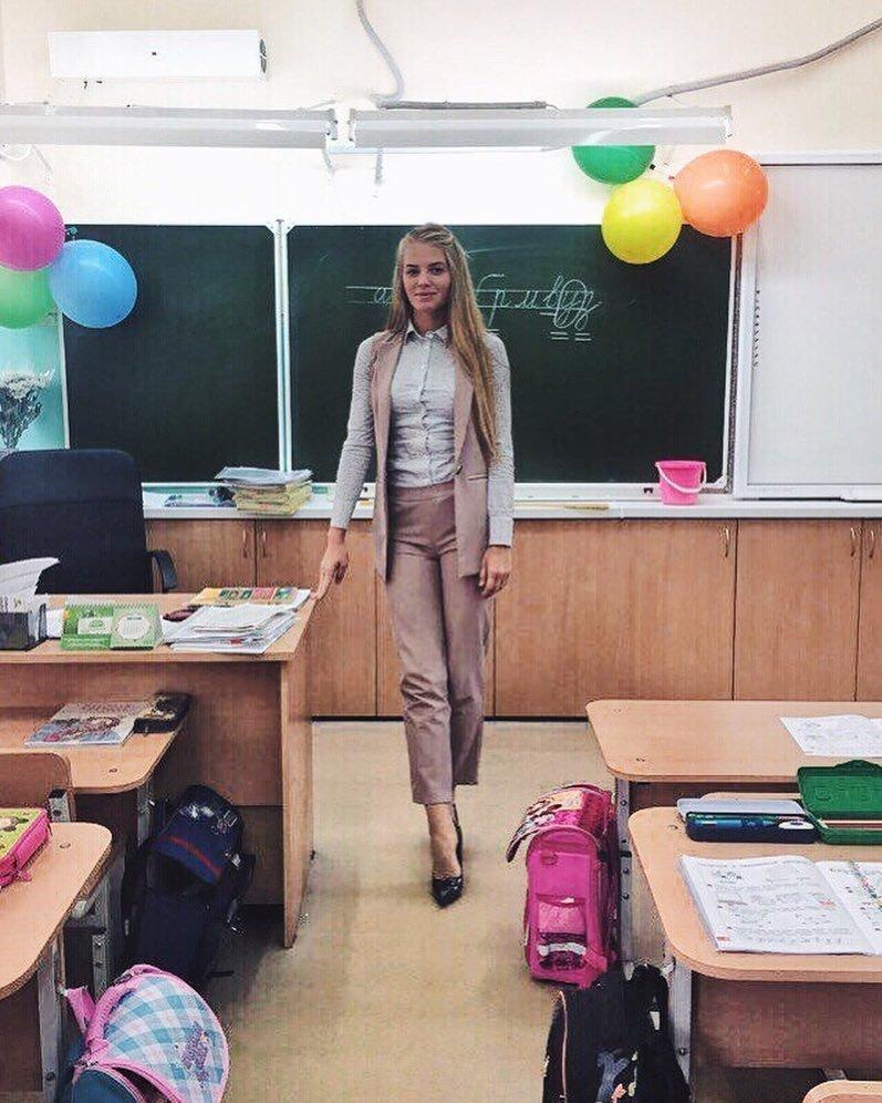 Учителя начальных классов, как правило, оправдывают ожидания мужской половины родительского комитета. 1 сентября, девушка, красота, родители, учеба, учитель, школа