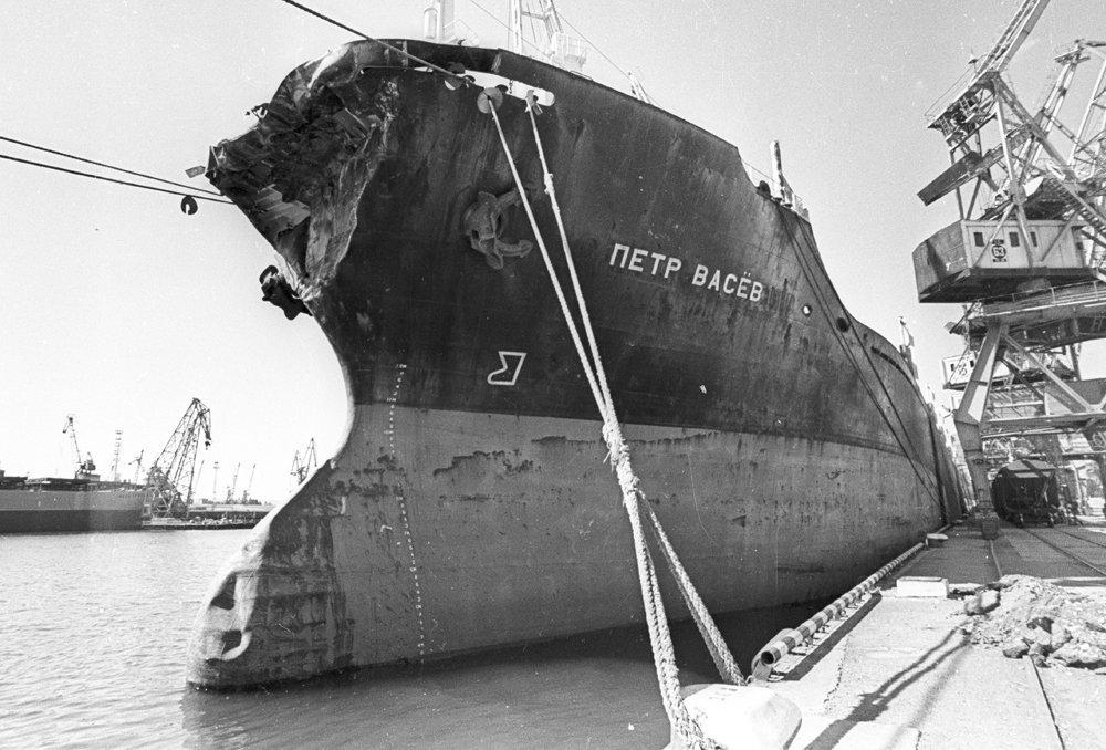 день фото крушение лайнера адмирал нахимов может