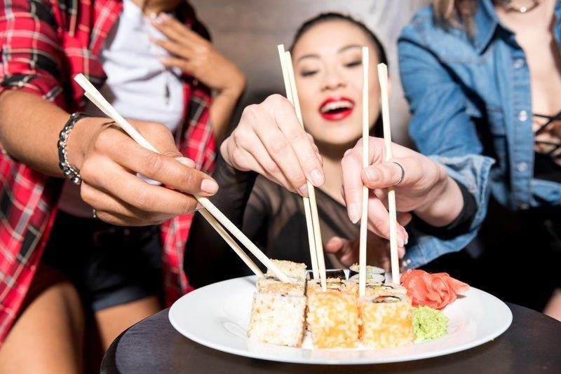 12. Азиатской еде вкус добавляют палочки, которыми ее ешь. гурманы, еда, напитки, самый вкусный, секрет, сэндвич
