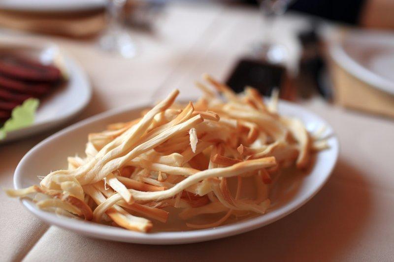 3. Чтобы сделать сыр-косичку особенно вкусным, его нужно разделить. гурманы, еда, напитки, самый вкусный, секрет, сэндвич