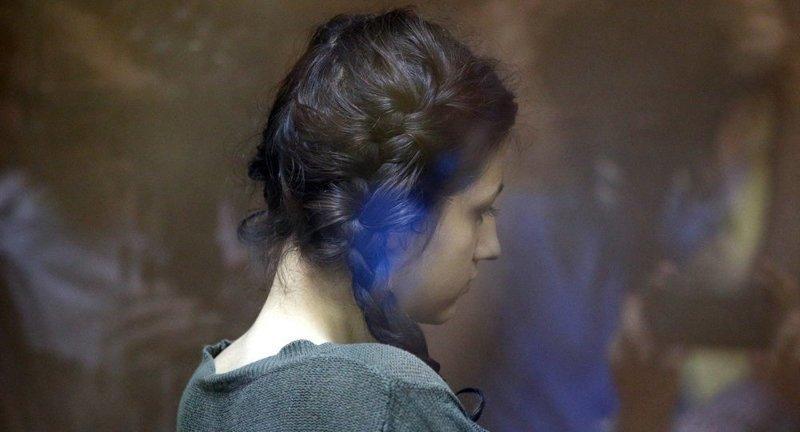 """<p>Средняя сестра Ангелина дала интервью изданию <a href=""""https://360tv.ru/news/obschestvo/srednjaja-iz-sester-hachaturjan-priznalas-chto-zhaleet-ob-ubijstve-ottsa/"""">«360»</a>, в котором рассказала, как ей живёт в следственном изоляторе. ynews, детектор лжи, интересное, сестры, убийство, фото, хачатурян"""