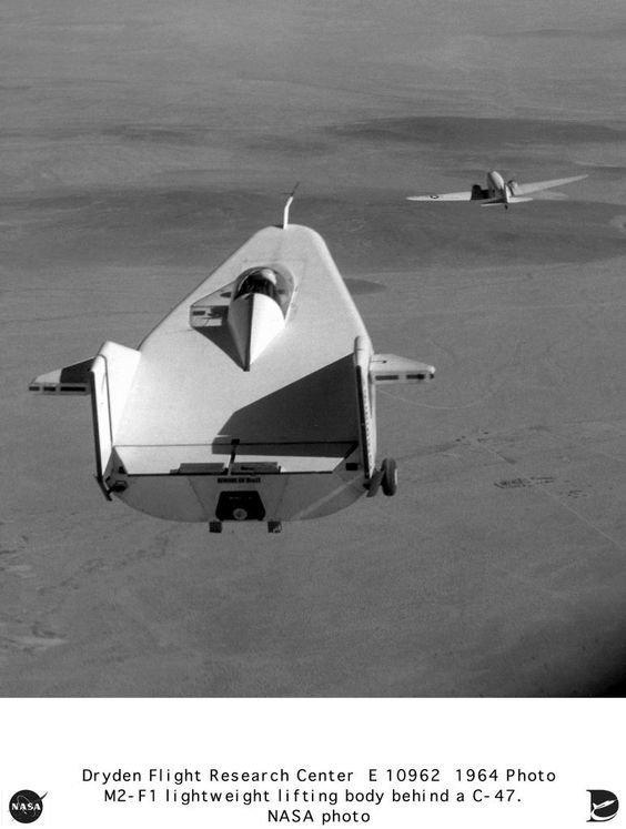 Аппарат M2-F1 стоит назвать просто планером странной конструкции: у него не было не только крыльев, но и двигателя интересное, необычные, самолеты, странное, факты