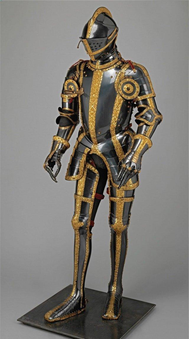 16. Сине-золотые доспехи Максимилиана II интересное, история, находки, уникальность