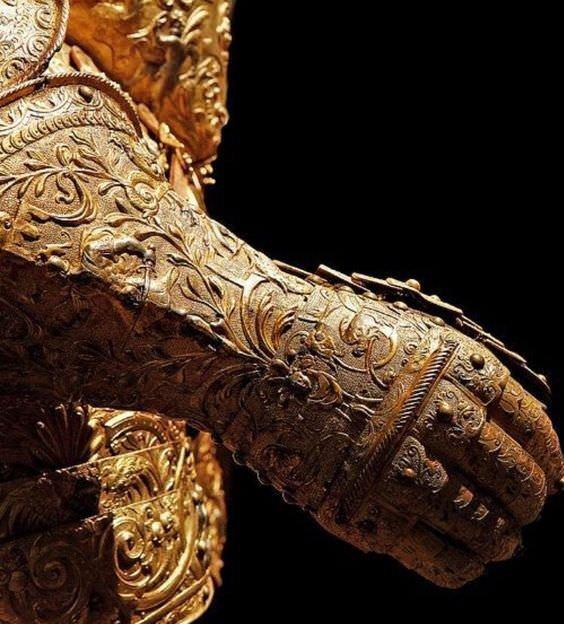 5. Золотая рукавица, часть доспехов Генриха II. Франция, 1550 год интересное, история, находки, уникальность