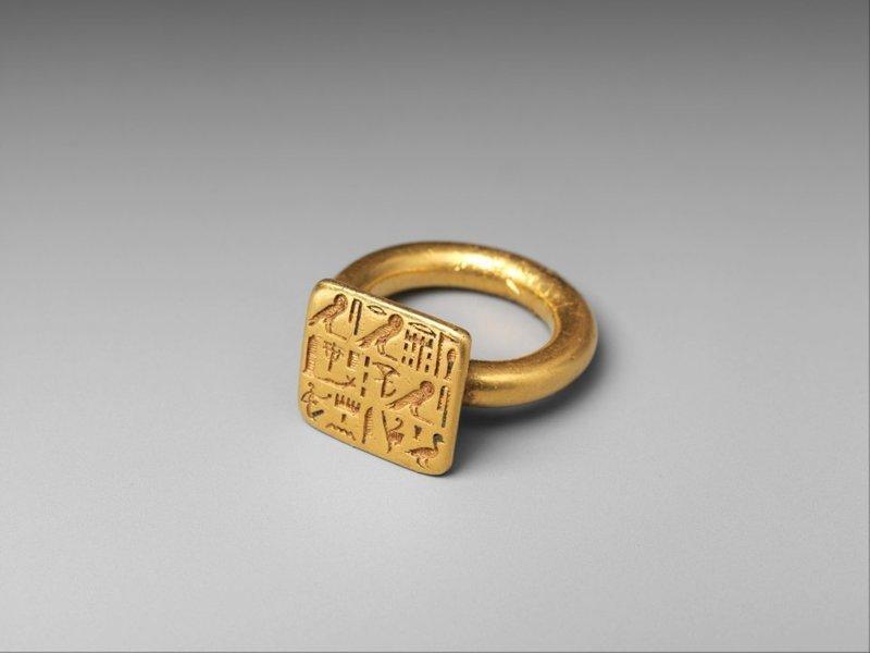 9. Золотой перстень священника Сиенамун. Египет, 26-я династия, 664-525 годы до нашей эры интересное, история, находки, уникальность