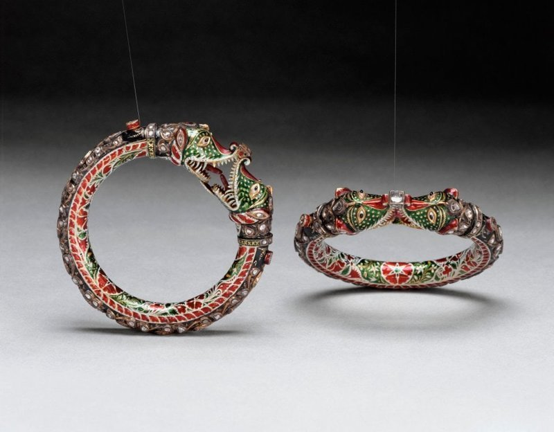 6. Золотой браслет, покрытый эмалью и драгоценными камнями. Индия, 19 век интересное, история, находки, уникальность