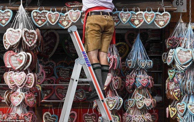 Традиционные имбирные пряники с посланиями внутри ynews, бавария, гуляния, мюнхен, октоберфест, октоберфест 2018, пивной фестиваль, пиво