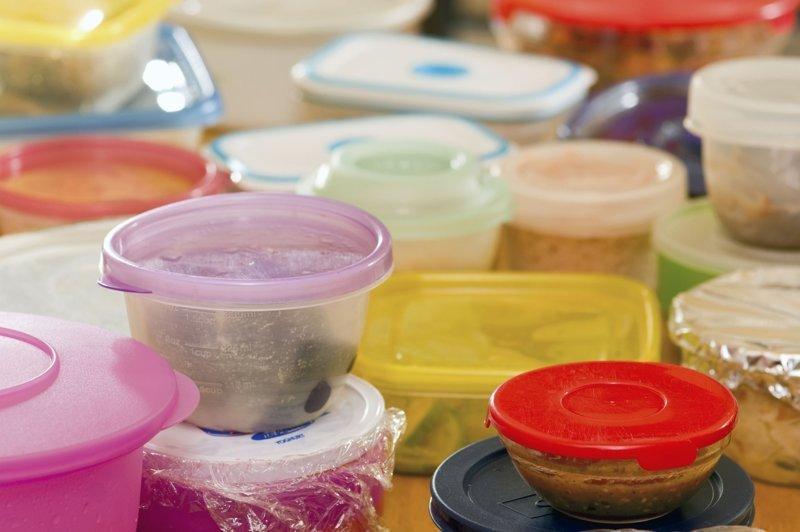1. Оставьте контейнер на солнце для кухни, домашние методы, кухня, пластик, пластиковые контейнеры, советы