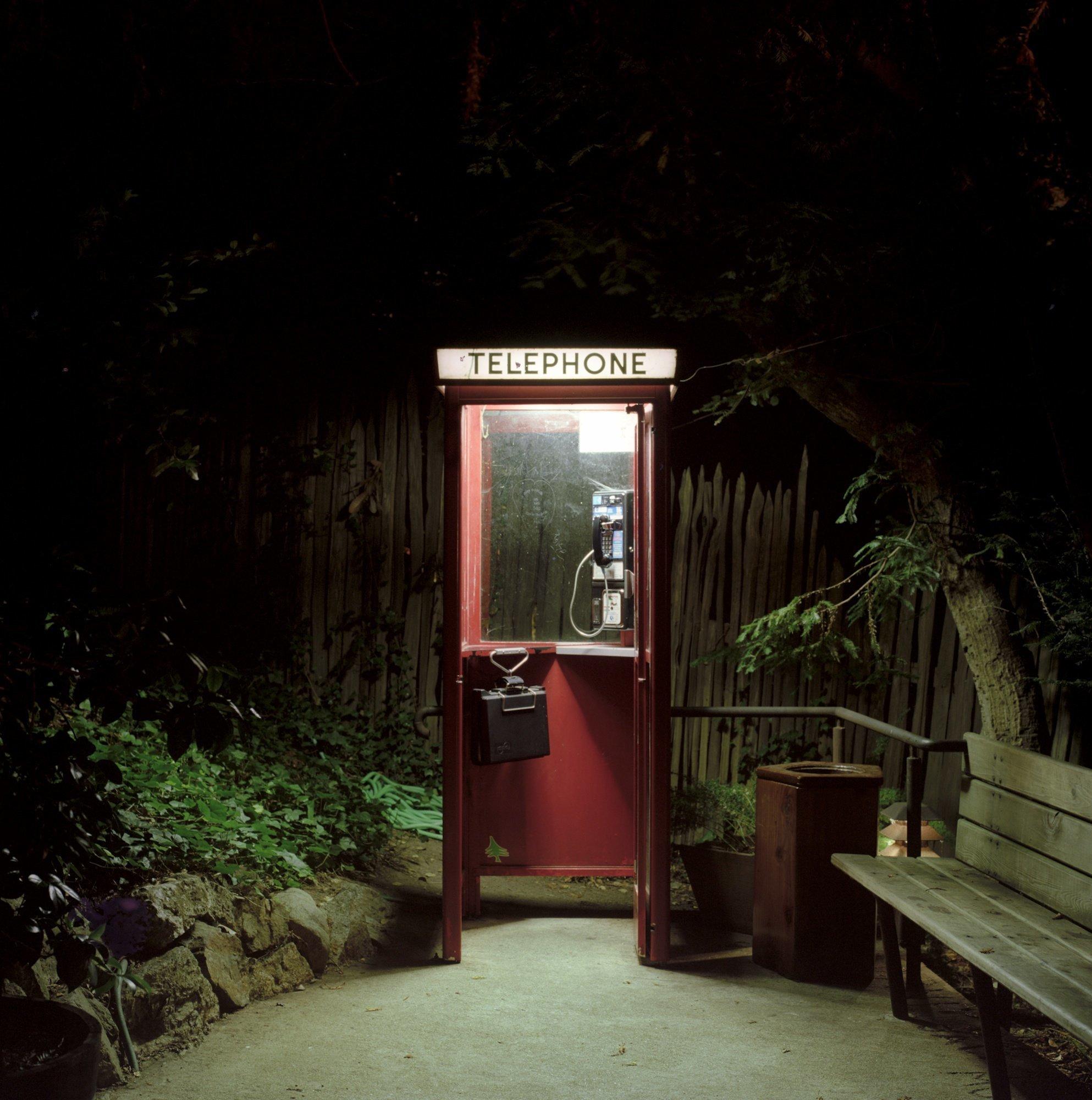 все телефонные будки в америке фото приобретала старую мебель