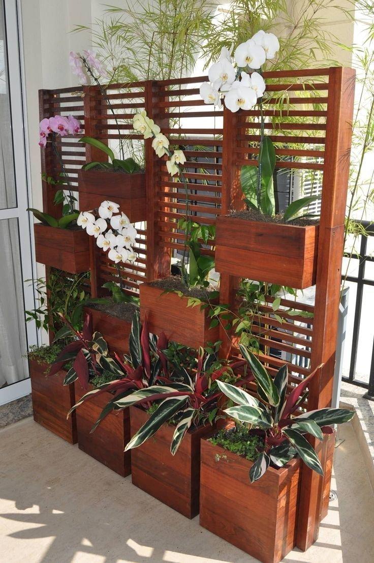 Разделить цветами пространство зеленый, лестницы, полки, растения, этажерки